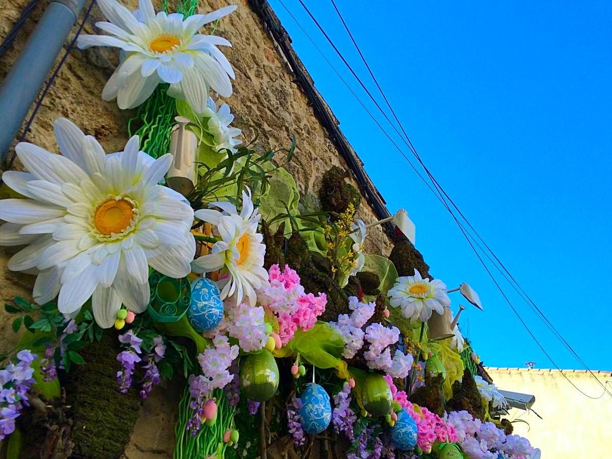 fleur artificielle pour la décoration de Pâques pour votre commerce sur Aix en Provence