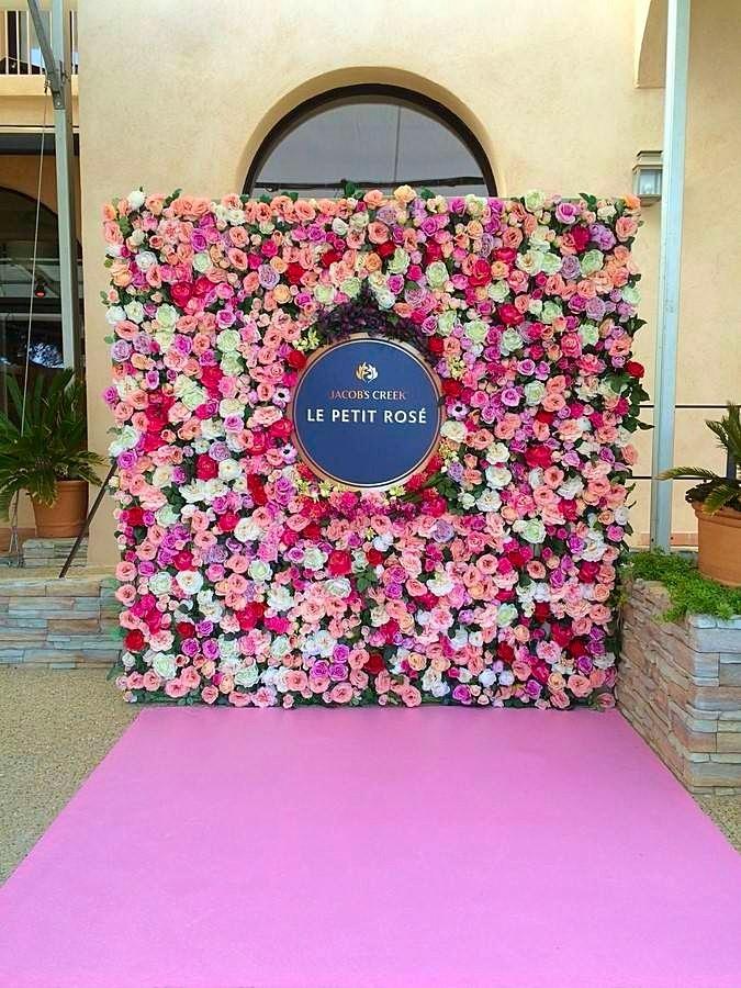 mur végétal de roses en location dans le Var