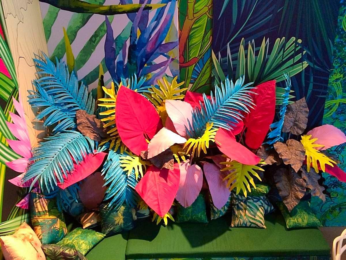composition florale géante artificielle pour stand exposition dans le Var