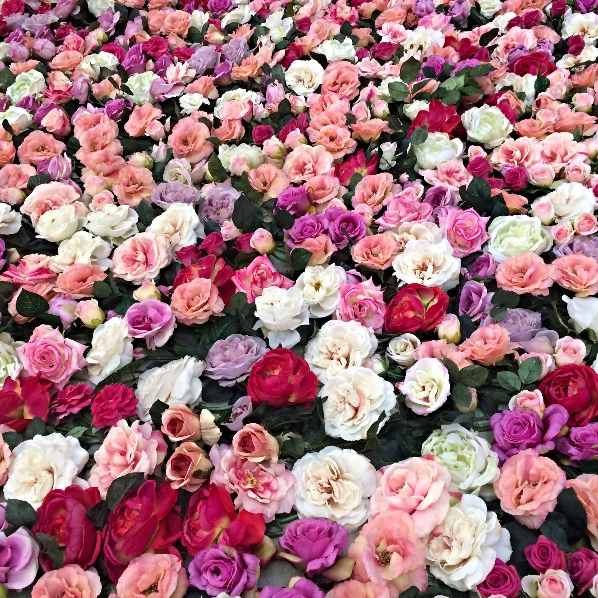 Mur Vegetal De Fleurs De Roses Et De Feuillage En Naturel Ou En