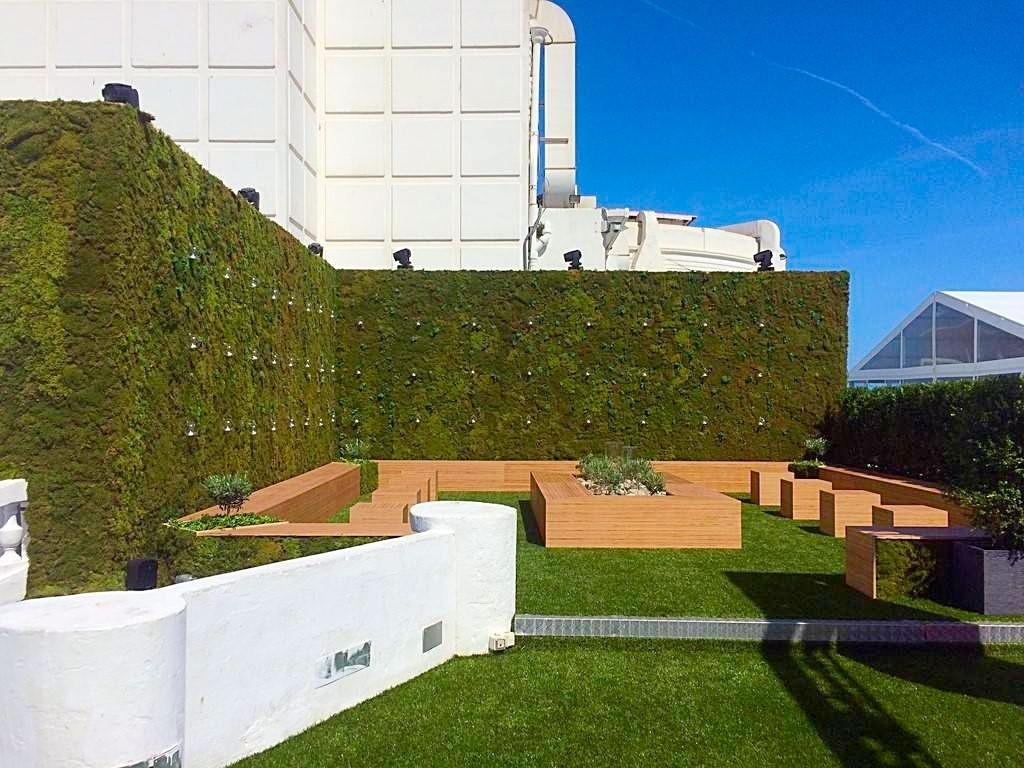 création sur mesure d'un mur de 4 m de hauteur sur une dizaine de mètres au Palm Beach Cannes