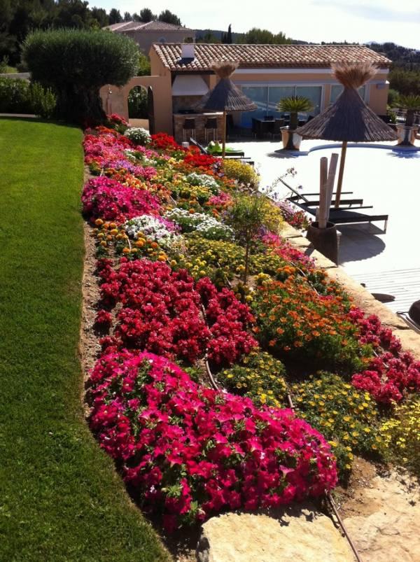 conception r alisation de massifs de plantes fleuries. Black Bedroom Furniture Sets. Home Design Ideas