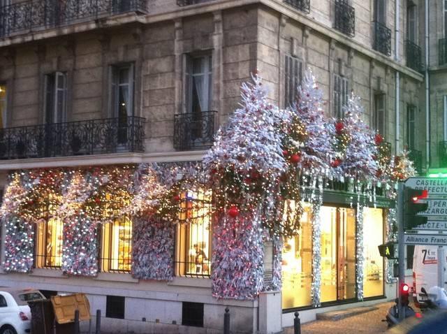 vitrine et fa ade de no l avec lumi re en location aix en provence marseille d coration florale