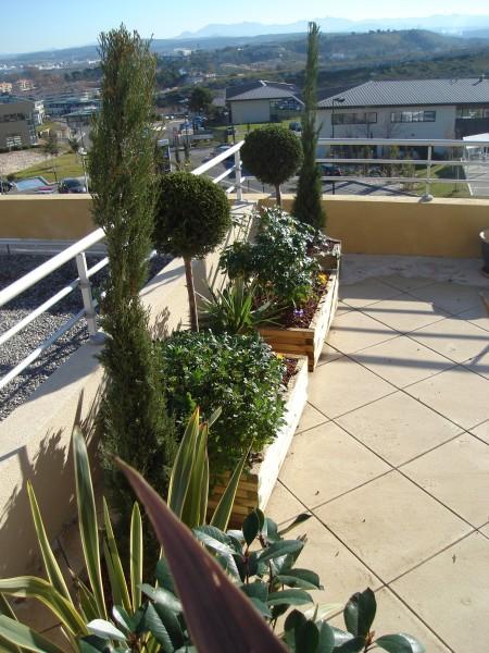 cr ation de jardin espace vert terrasse suspendue paysagiste avignon salon de provence aix en. Black Bedroom Furniture Sets. Home Design Ideas