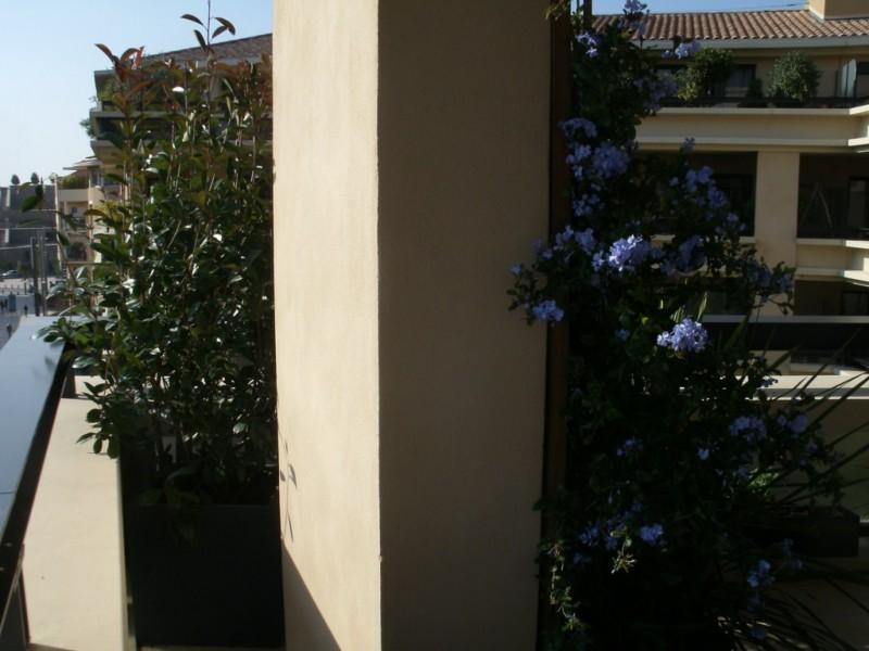 cr ation de jardin en terrasse suspendue paysagiste. Black Bedroom Furniture Sets. Home Design Ideas