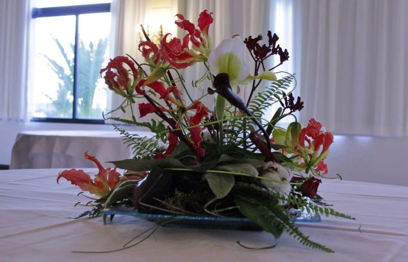 D coration florale centre de table pour soir e gala d ner for Decoration florale centre de table