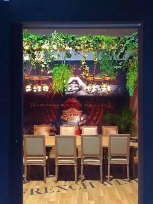 mur et verdure et plafond pour stand exposition dans le Var