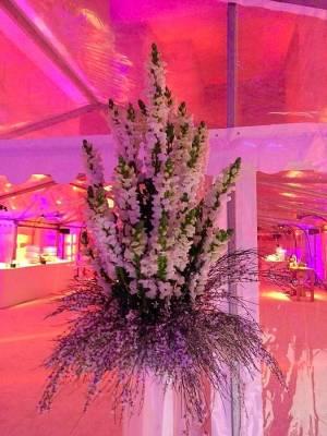 L'ensemble floral mesure près de 2m20 m de hauteur.