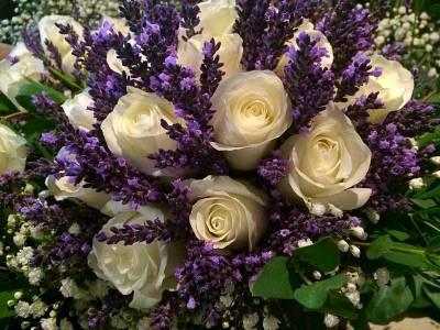 le bouquet de la mariée aux couleurs et au parfum de lavande