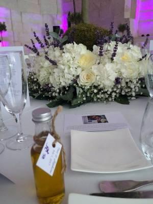 les fioles d'huile d'olives artisanales sont offertes à chaque invités