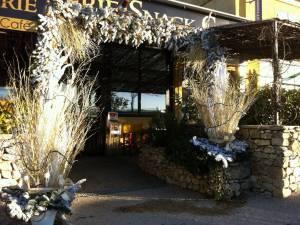 noel sapin guirlande decoration de fetes pour facade de commerce restaurant hotel usine avignon marseille aix en provence