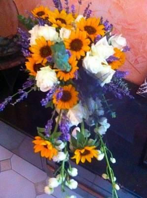 le nœud bleu lavande souligne ce magnifique bouquet de la mariée