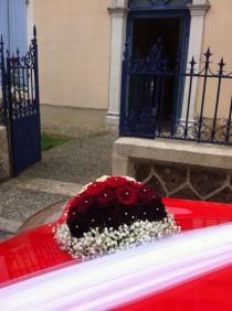 classe et raffinement pour ce bouquet prestige de la voiture de marié